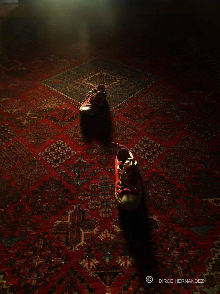 converse rojas alfombra magia relatos cortos microrrelatos